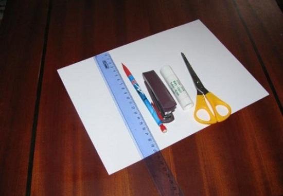 Лучше взять лист плотного картона формата А4