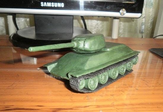 лентой обматываем колеса танка