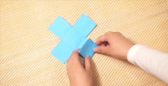 каждый квадратик нужно загнуть