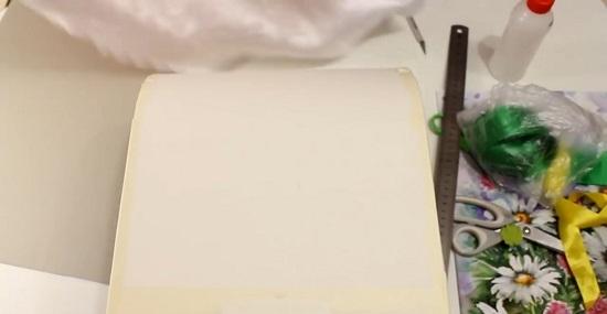 Боковые части сундука можно не оклеивать картоном
