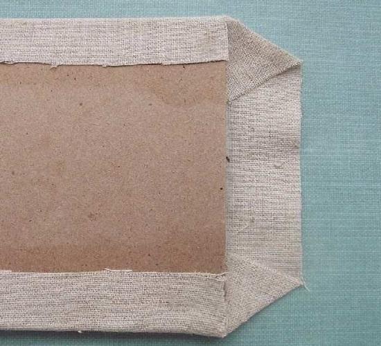 Склеим уголки на ткани, а затем прикрепим их