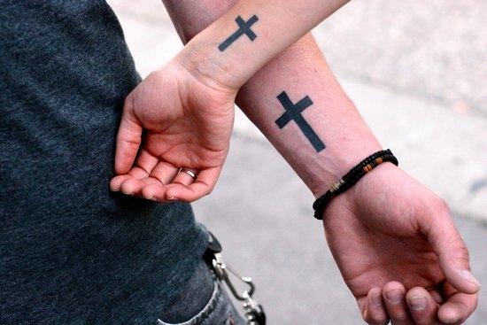 Красивые тату на руке крест
