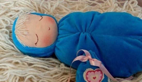 спящая вальдорфская кукла