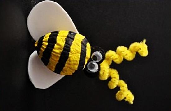 пчелка из ореха