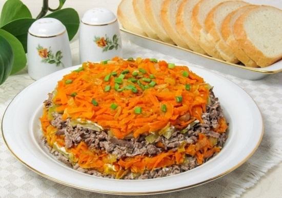 Салат «Обжорка» с печенью: рецепт с фото