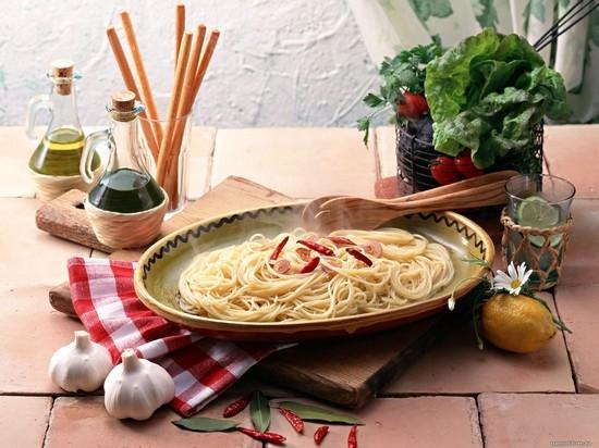 Какими приборами есть в ресторане спагетти?