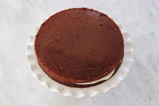 Накрываем десерт вторым бисквитом