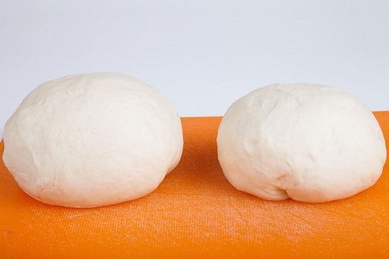 Разделим тесто на две одинаковые части