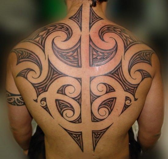тату в племенном стиле