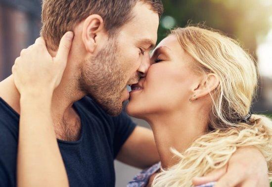 Поцелуй оральный секс вич