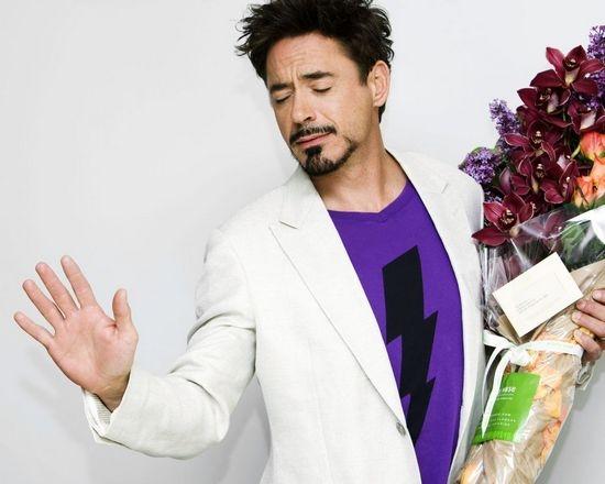 Цветы дарят мужчинам