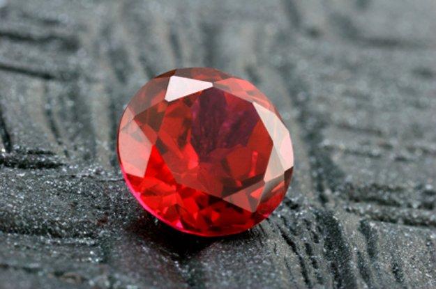Розовый камень как называется фото