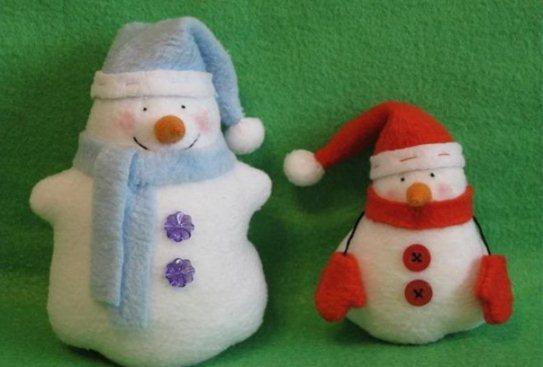 Как сделать маленького снеговика своими руками