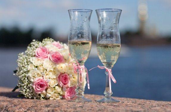 """Читать далее  """" украшение бокалов бисером .  Дайя: Украшение свадебных бокалов своими руками."""